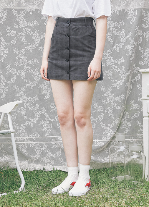 Button Short Skirt_(black)